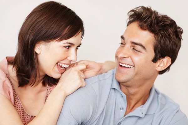 laughing-man-and-woman-600x399-4612584